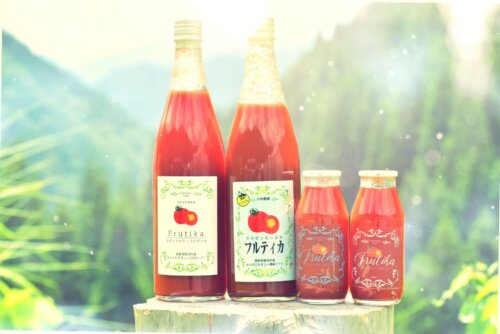完熟トマトを贅沢にまるごと使った自然な旨味がぎゅっとつまった無添加のトマトジュース
